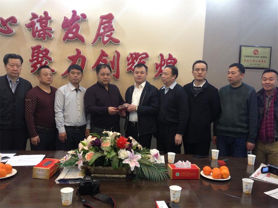 2015年1月2日哈尔滨重大火灾后,陕西省江西商会为受灾群众献爱心。
